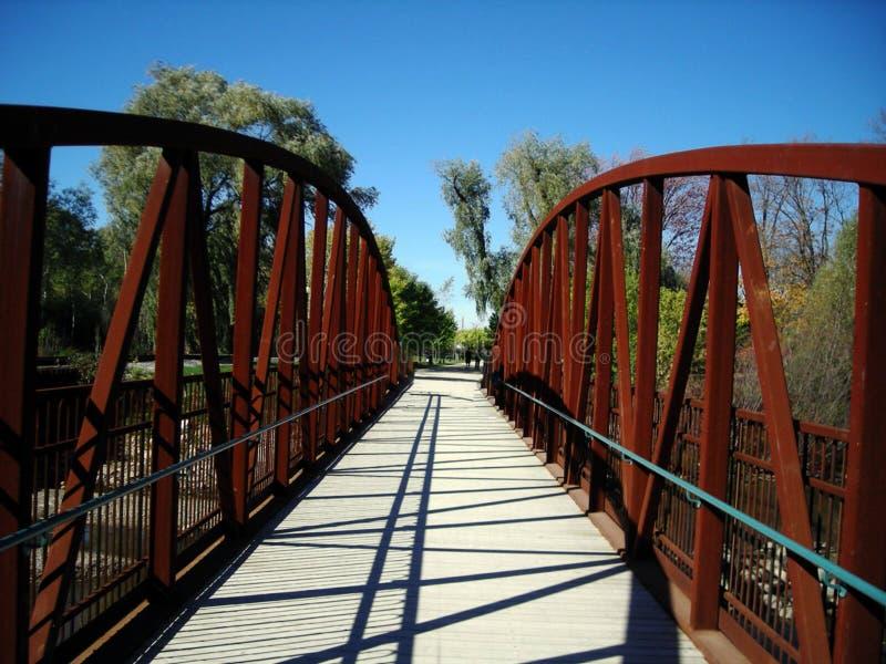 对有为的未来的桥梁,滑铁卢,加拿大 免版税库存照片