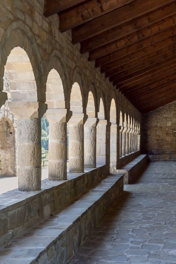 对村庄教会的入口 免版税库存照片