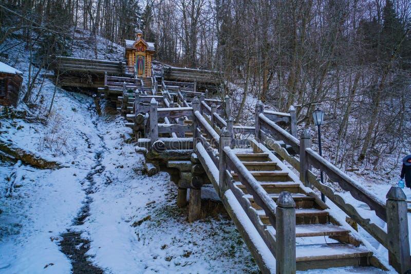 对来源的桥梁和圣洁来源Gremyachiy钥匙的浴 图库摄影