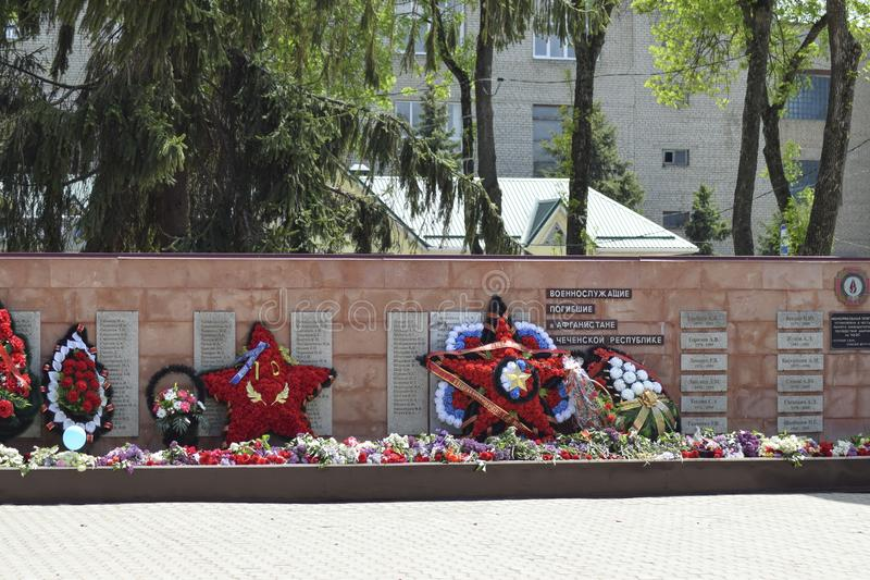 对死的战争救星的记忆的纪念碑从法西斯主义的军队的 永恒火焰 库存照片