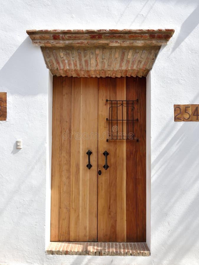 对殖民地房子的入口从1600th 免版税图库摄影