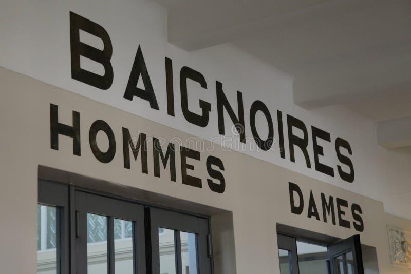 对水池的入口在La鱼的艺术馆和产业,鲁贝法国 库存图片