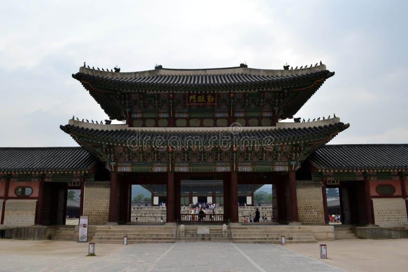 对汉城北宫殿景福宫的更加接近的步行 Pic wa 免版税库存图片