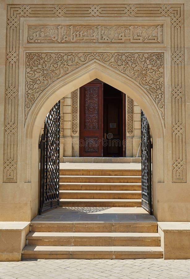 对清真寺,巴库,阿塞拜疆的门 免版税库存照片