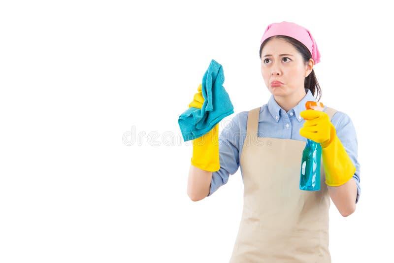 对清洁生气和厌烦的妇女 库存照片