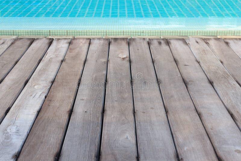 对游泳池背景的木地板纹理 免版税库存图片