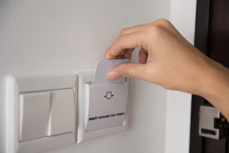 对激活电的钥匙卡片在屋子旅馆里 免版税库存图片