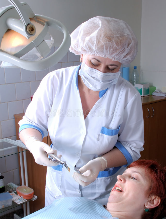 对牙智慧的医生解压缩 库存图片