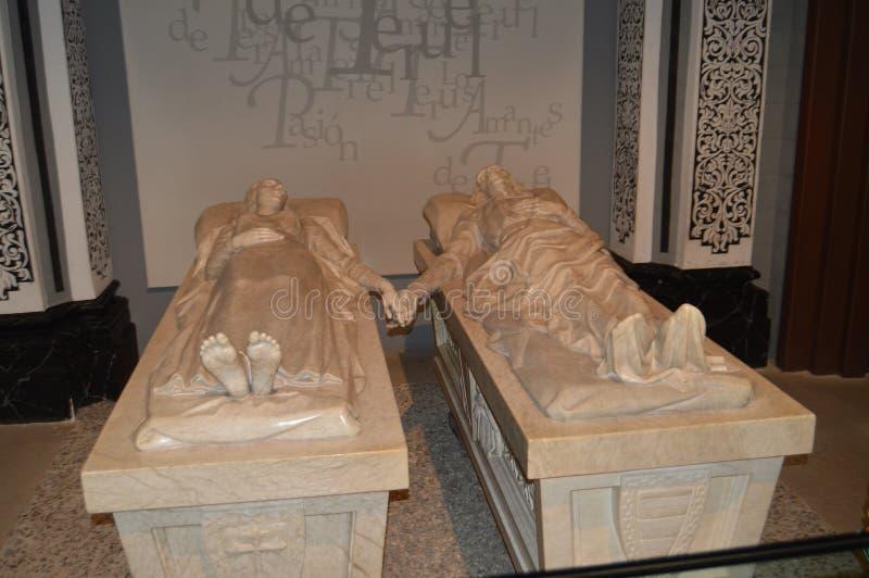 2013?12?26? 对特鲁埃尔省的恋人的纪念碑在约会在XIV世纪的圣佩德罗教会里在特鲁埃尔省 特鲁埃尔省,阿拉贡 库存照片