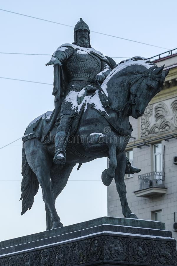 对王子莫斯科的创建者的尤里Dolgorukiy的纪念碑- 图库摄影