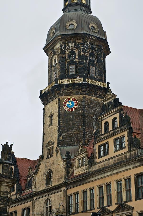 对王宫大厦的钟楼的看法在德累斯顿,德国 库存照片
