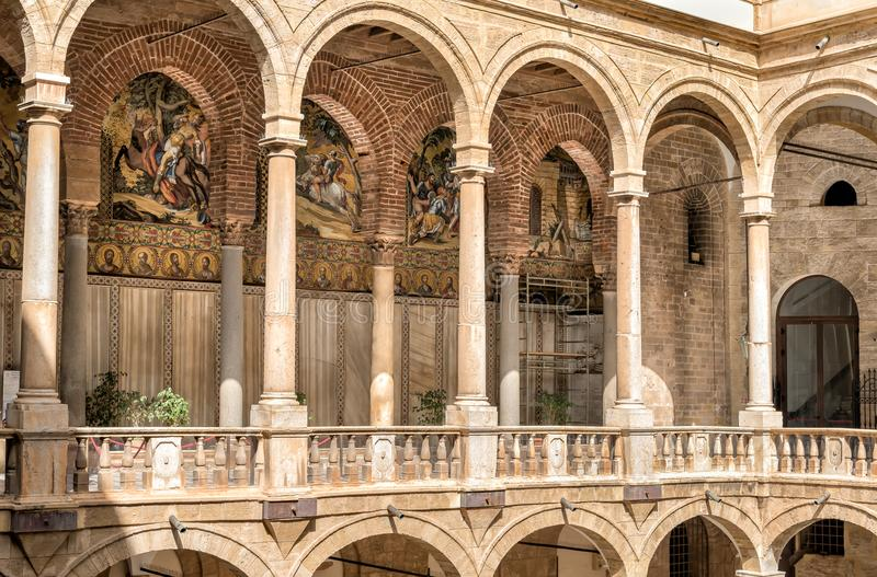 对王宫的帕勒泰恩教堂的入口在巴勒莫 免版税库存图片