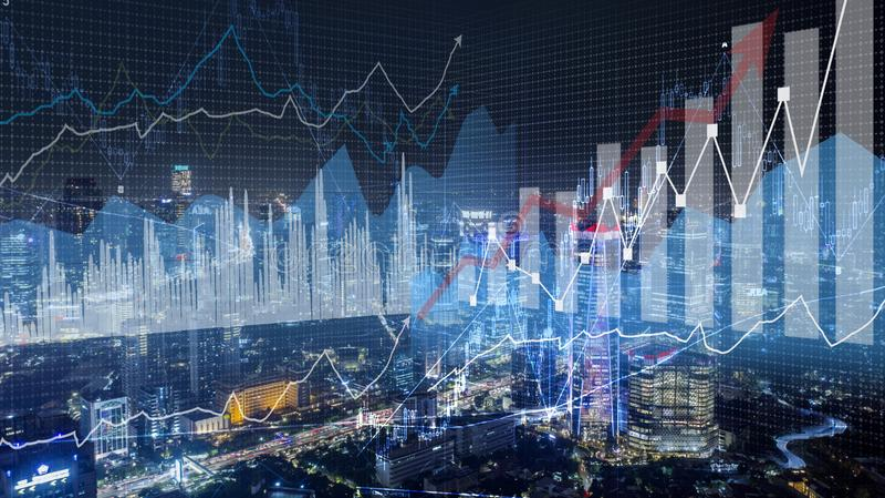 对现代城市背景的成长统计 免版税库存图片