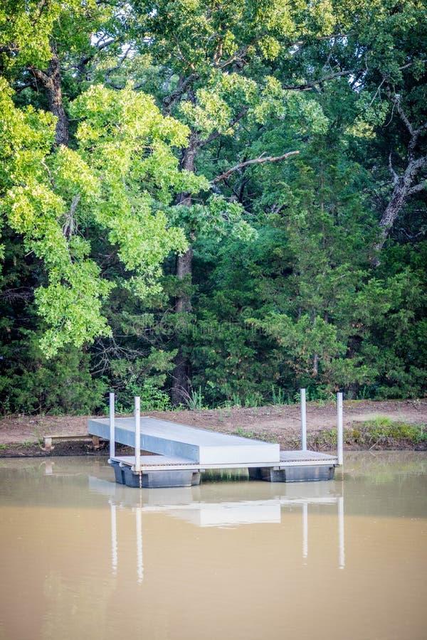 对的一条路对Texoma,得克萨斯湖  库存照片
