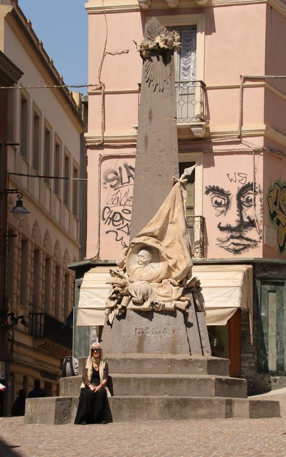 对的纪念碑下落独立打仗 免版税库存图片