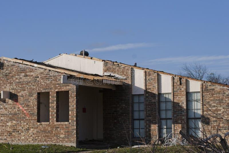 对砖家的龙卷风损伤 免版税库存照片