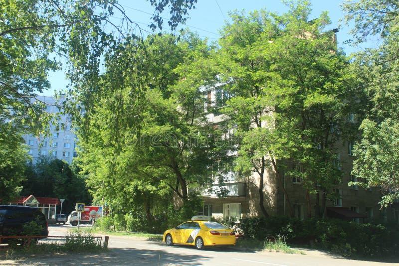 对科罗廖夫的步行 Kooperativnaja和Dzerjinsky交叉点 库存照片