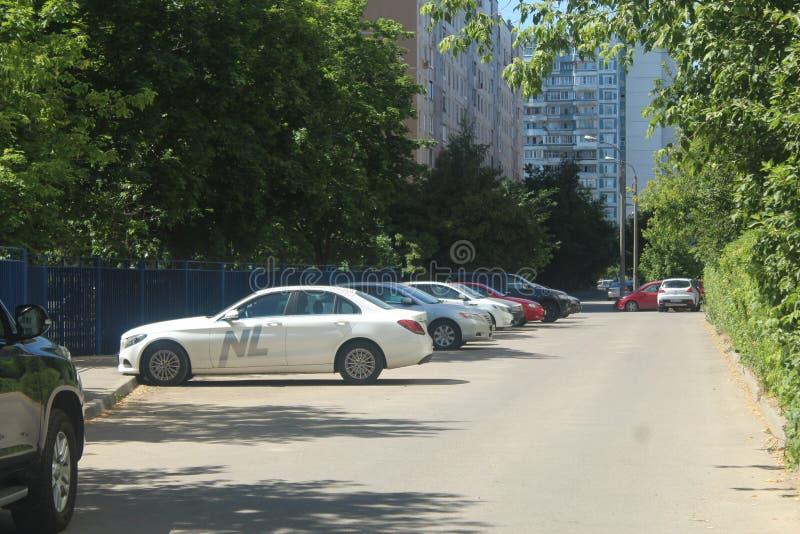对科罗廖夫的步行 Podlesnaya街 NL国际性组织 免版税库存照片