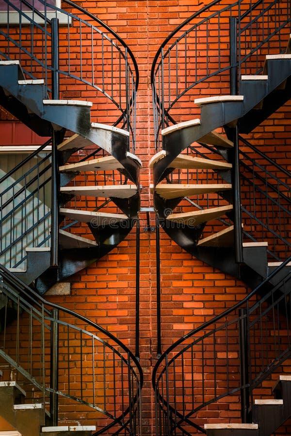 对称楼梯 免版税库存照片