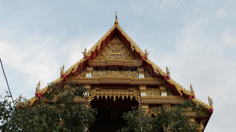 对称泰国寺庙屋顶 图库摄影