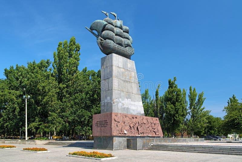 对第一位造船者的纪念碑在赫尔松,乌克兰 库存图片