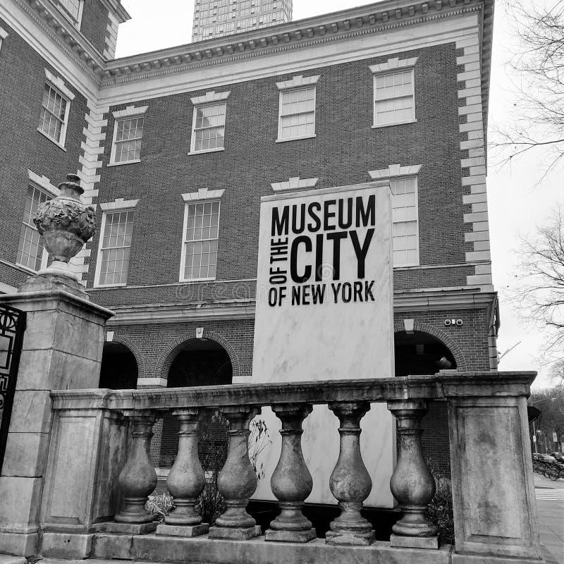 对纽约的博物馆的入口标志 库存照片