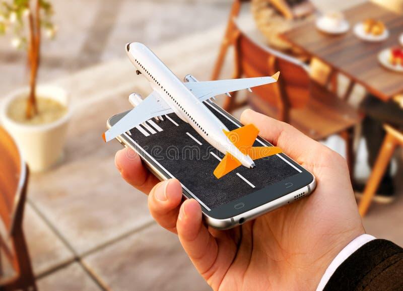 对网上搜索,买和预定飞行的智能手机申请在互联网上 免版税库存照片
