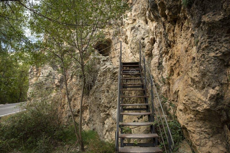 对罗马渡槽的金属梯子在阿尔瓦拉辛和Gea之间 库存图片