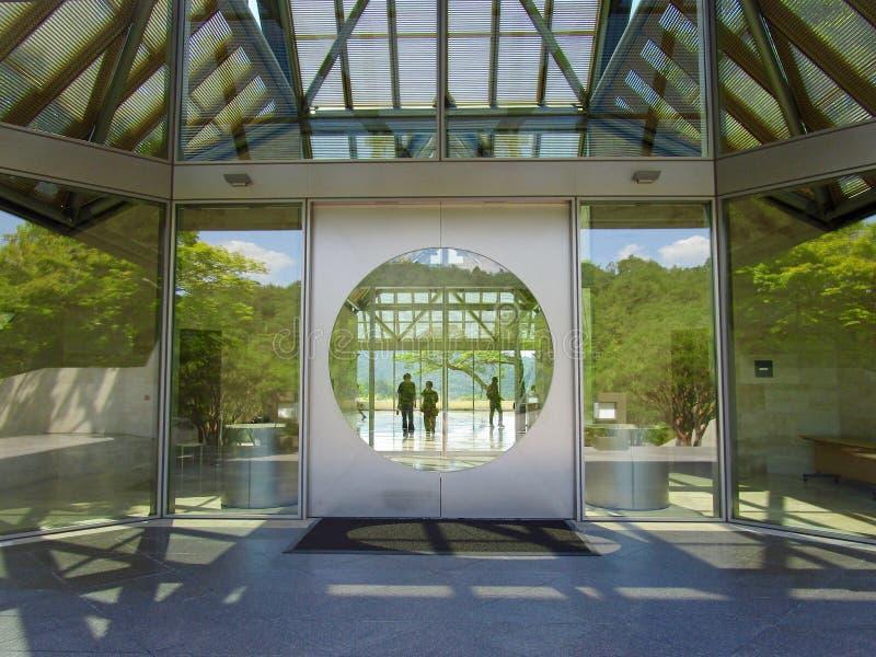对美秀美术馆,叶茶壶,日本的入口 库存图片