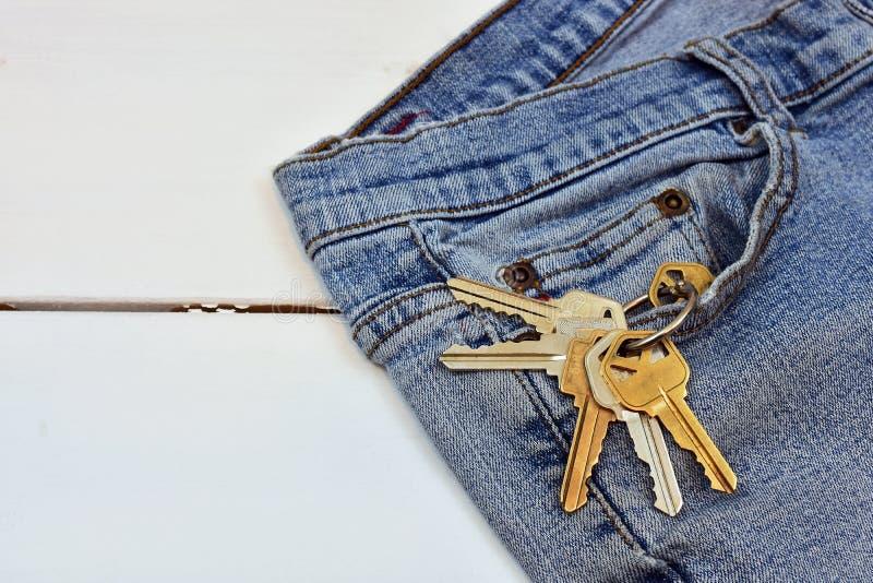 对老牛仔裤和议院钥匙 库存照片