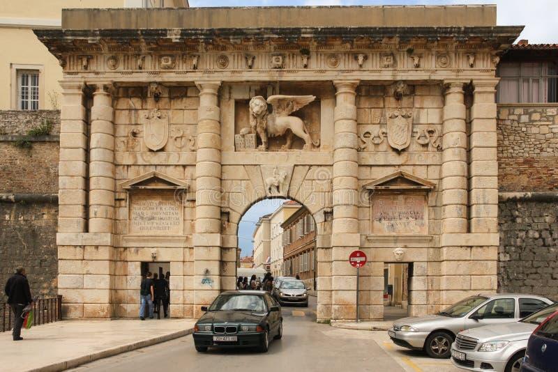 对老镇的城市门 扎达尔 克罗地亚 库存图片