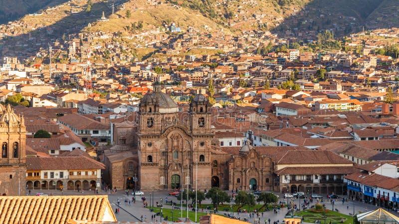 对耶稣会和阿马斯广场库斯科省,秘鲁的教会的鸟瞰图 免版税库存照片
