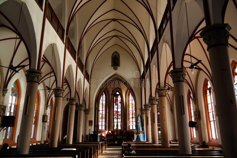 对耶稣大教堂的耶稣圣心的内部看法在洛美,多哥 免版税库存图片