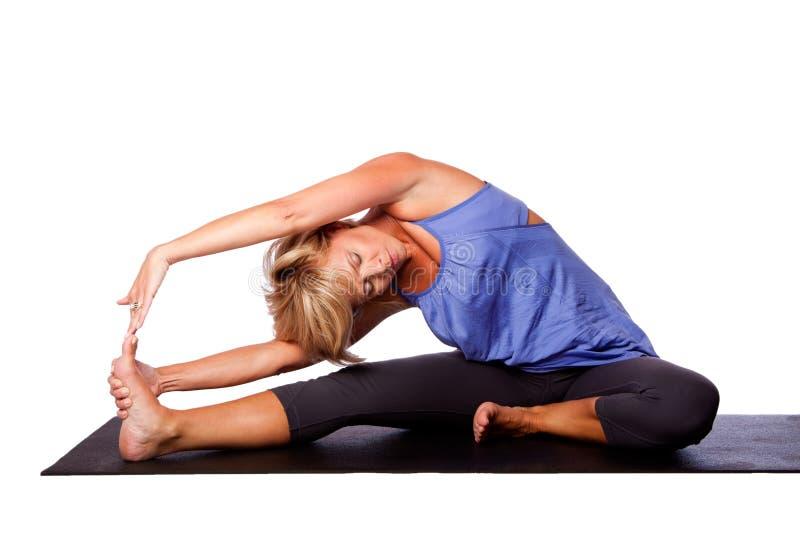 对膝盖姿势的瑜伽头 免版税库存照片