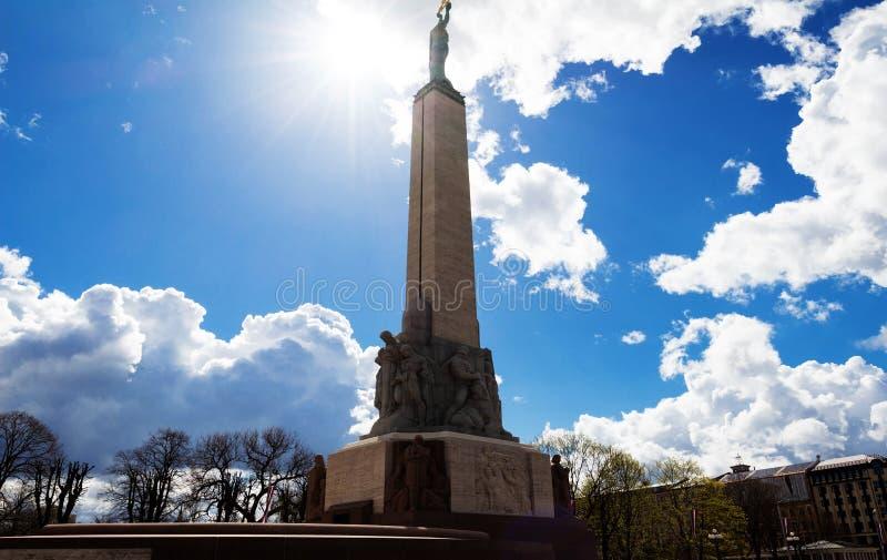 对自由的纪念碑在里加,自由正方形位于市中心,里加,拉脱维亚 库存照片