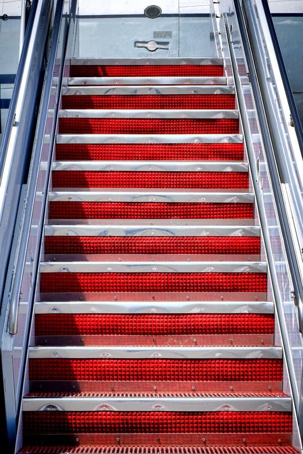 对航空器的空气台阶飞机流动楼梯步 免版税图库摄影