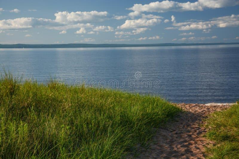 对苏必利尔湖岸的路  免版税图库摄影