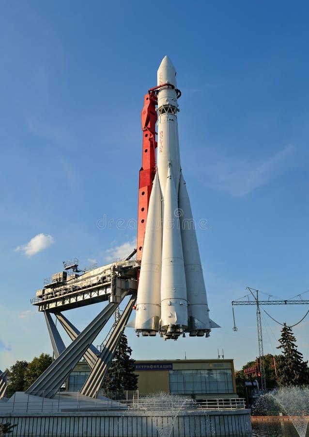 对苏联火箭沃斯托克的纪念碑 库存图片