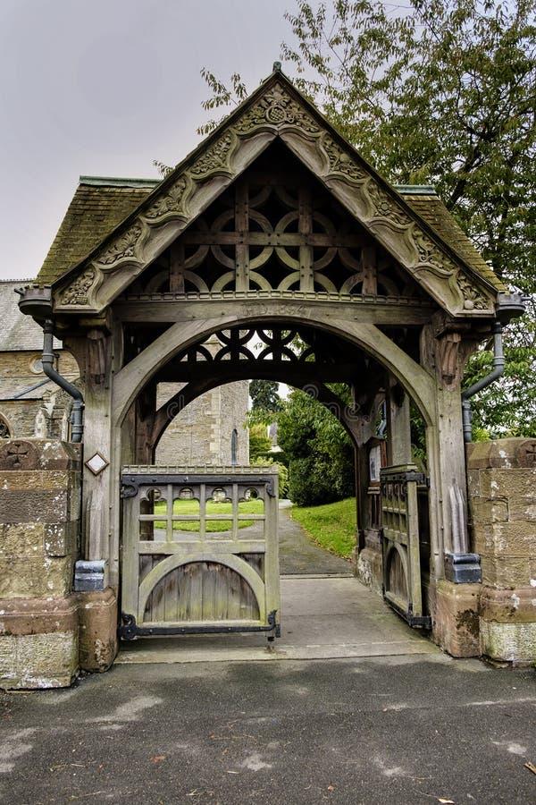 对英国教会的Lychgate 免版税库存照片