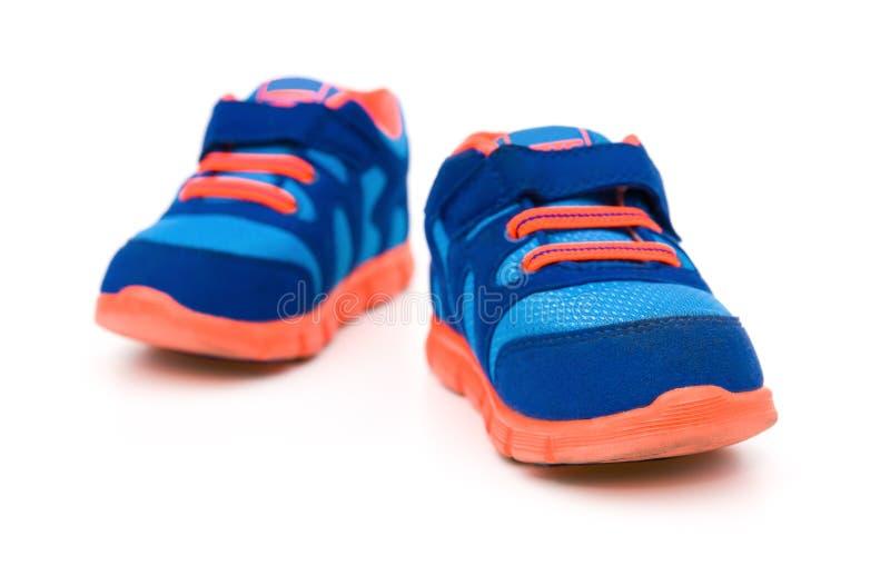 对蓝色运动的鞋子 库存图片