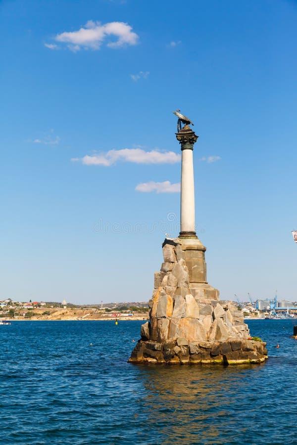 对被破坏的船的纪念碑在一个晴天 塞瓦斯托波尔 免版税库存照片