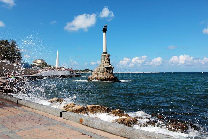 对被破坏的军舰的纪念碑在塞瓦斯托波尔 免版税库存图片