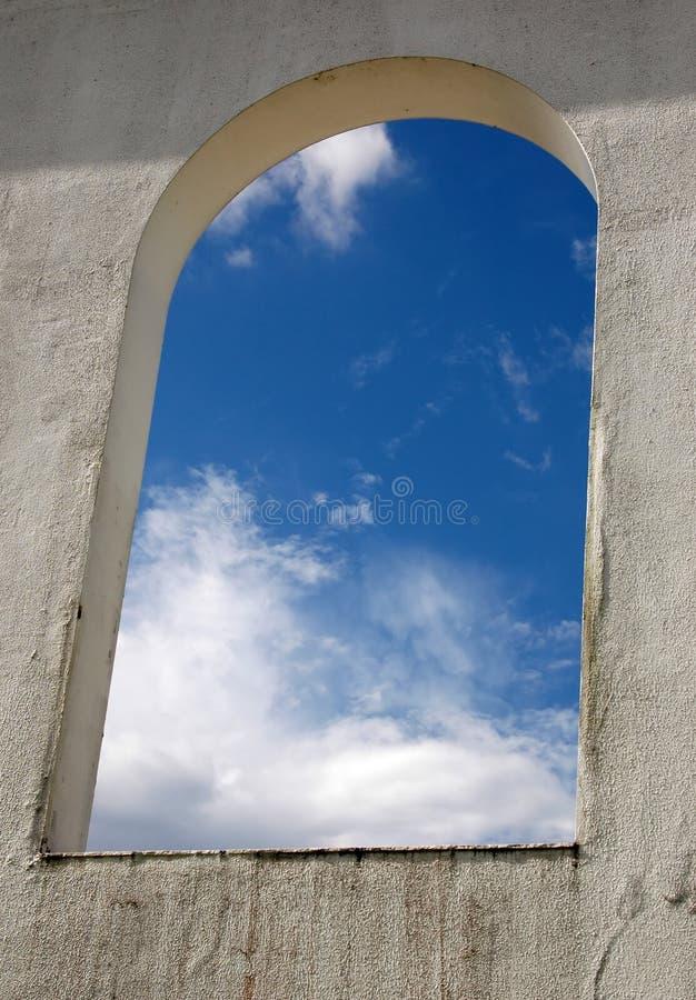 对视窗的殖民地天空 库存图片