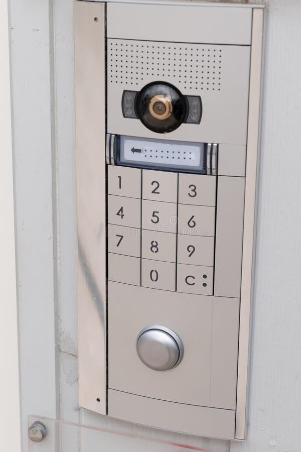 对讲机门铃键盘存取编码安全键盘系统保护了 免版税库存照片