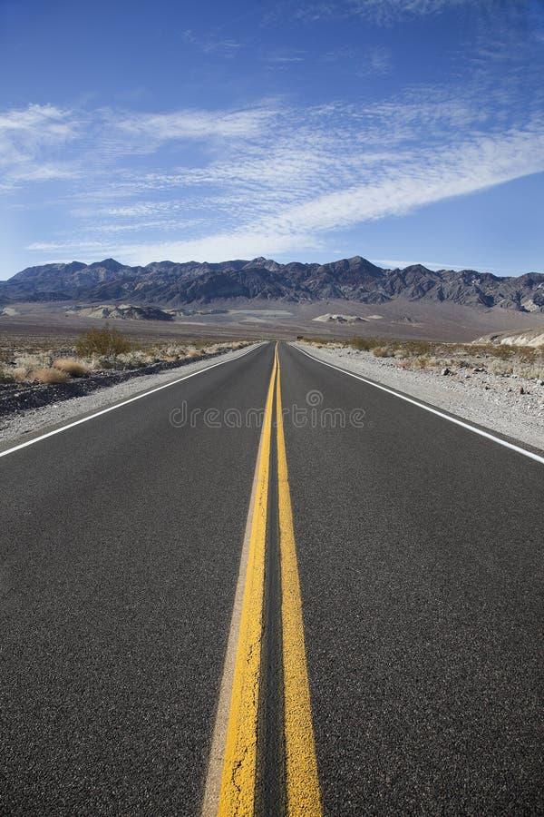 对谷的死亡去的高速公路 图库摄影