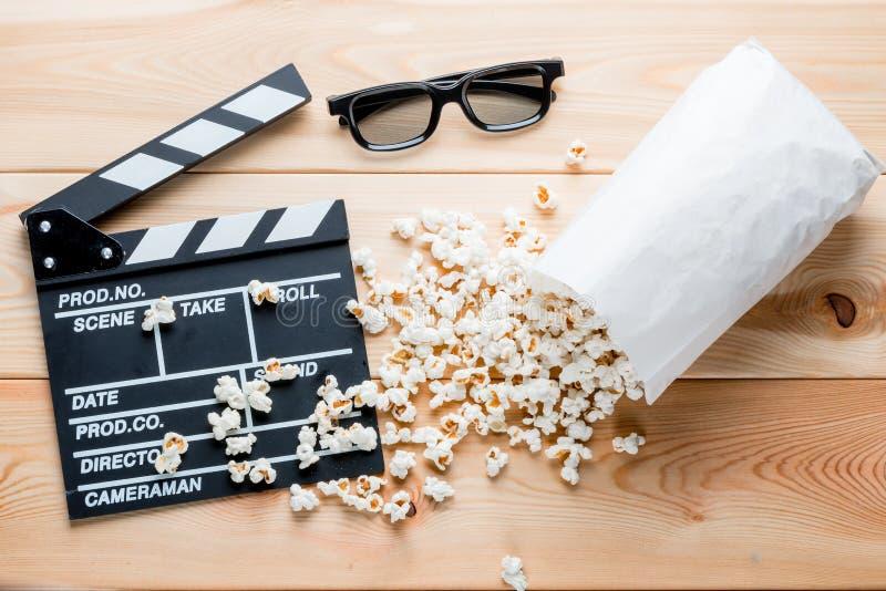 对象与电影工业和电影关连在木板 库存照片