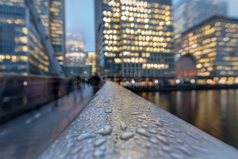 对财政区金丝雀码头的抽象看法在伦敦 库存图片
