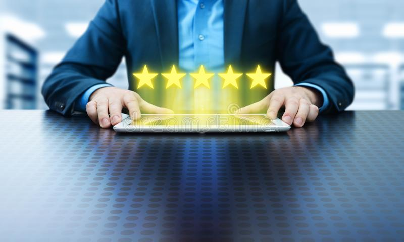对质量检查最佳的服务业互联网营销概念估计的5五个星 免版税库存图片