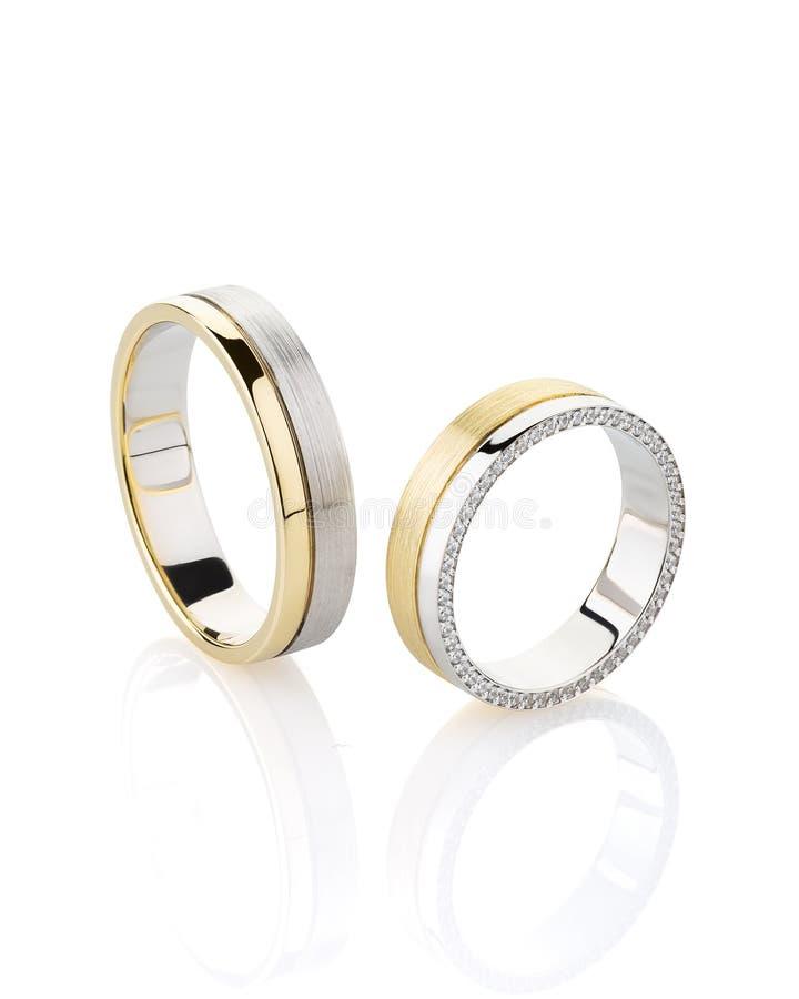 对银色和金子与在白色背景隔绝的女性圆环的金刚石结合了圆环 库存图片