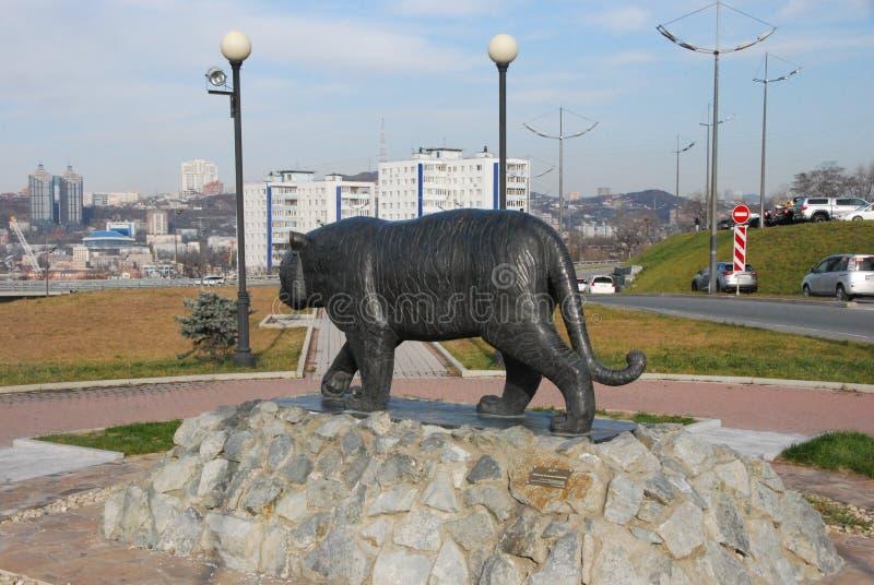 对阿穆尔河老虎的纪念碑 符拉迪沃斯托克俄罗斯 免版税库存图片